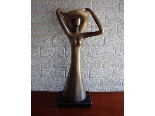 Sculptuur Vrouw met hoed bronskleur 74cmH