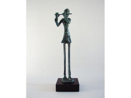 Fluitist staand op voet antiek groen 30cm