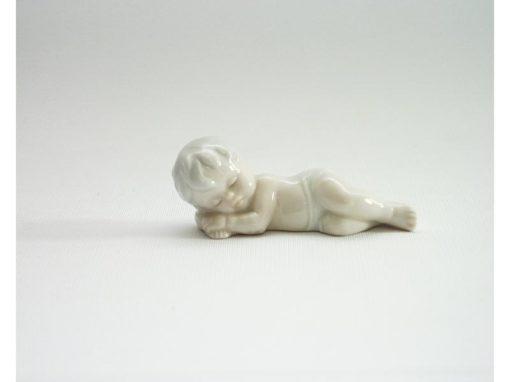 baby liggend porselein 8cmL
