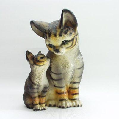 Kat met jong zittend porselein 17cmH