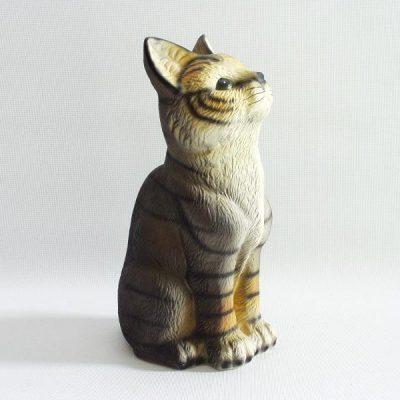 Kat zittend omhoogkijkend 17cmH
