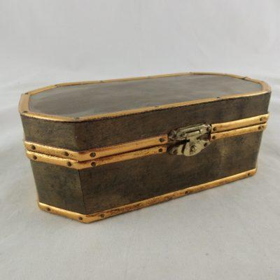 Kistje 8-hoekig bronskleurig 15.5cmLx8cmBx6cmH