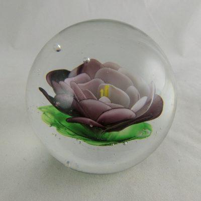 Presse papier glas bloem purper/groen Ø8cm
