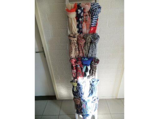 Zomerse sjaals in verschillende kleuren