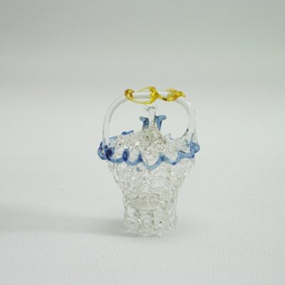 Mandje gesponnen glas