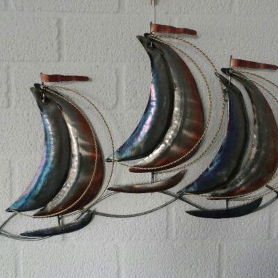 Wanddecoratie metaal zeilboten 66x42cmH