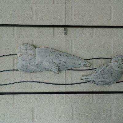 Wanddecoratie metaal zeehonden 82x38cmH