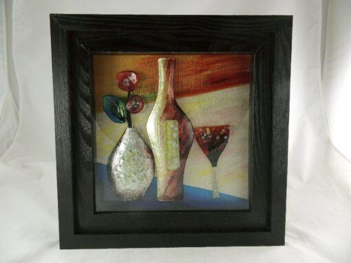 Wanddecoratie fles met glas in zwarte lijst 40x40cm