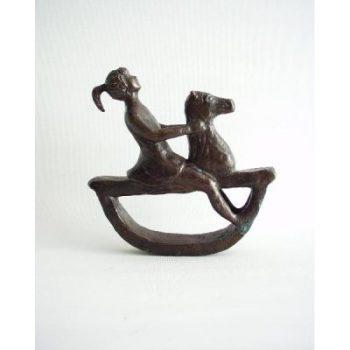 Meisje op hobbelpaard brons 16x16.5cmH