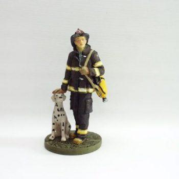Brandweerman staand met hond 22cmH