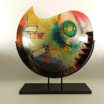 Vaas glas maanvorm gekleurd in standaard 48cmHx11cm